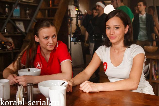 Корабль девочки Вика и Ирина